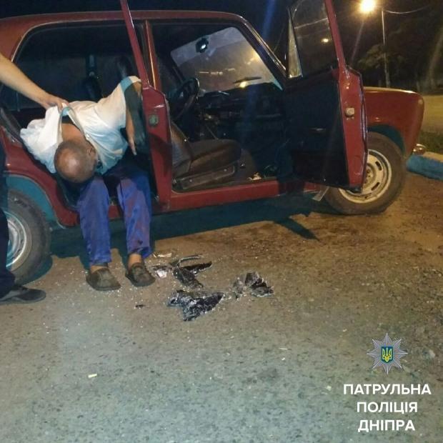 Ночью задержали днепровца за «отдых» в чужой машине