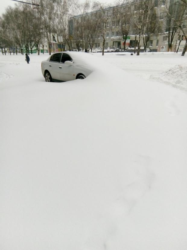 Как городские власти Днепра «контролируют» завалы снега и транспортный коллапс