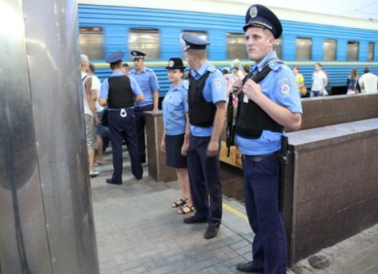На вокзалах и в поездах усилены группы по отслеживанию террористов
