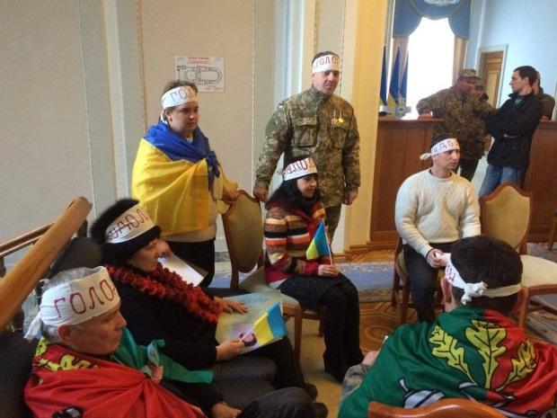 Криворожане голодают в здании Верховной Рады из-за выборов мэра