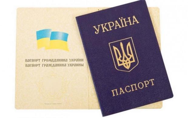 После переименования паспорта менять не надо