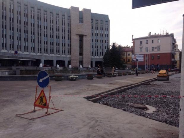 Мэрия Днепра строит себе парковку прямо под окнами