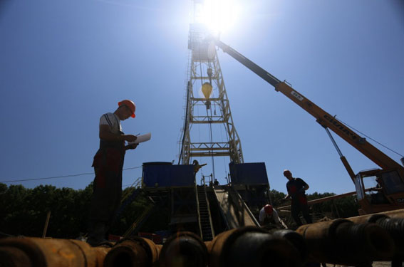 В Магдалиновском районе суд «заморозил» нефтегазодобычу