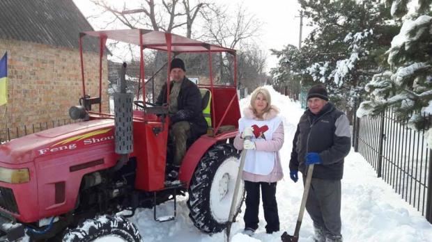 Дніпровські батьківщинівці долучилися до прибирання снігу в селищі Слобожанському