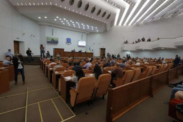 Эко-активистов не пустили на сессию Днепровского горсовета под вымышленным предлогом