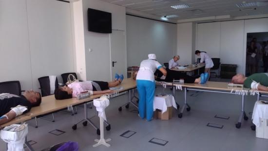 В Днепропетровске сотрудники ПриватБанка сдают кровь  для раненых в АТО