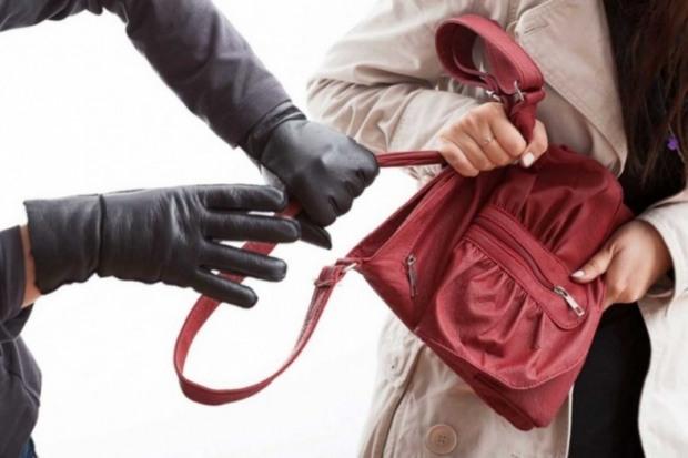 Уличного грабителя задержали случайные прохожие