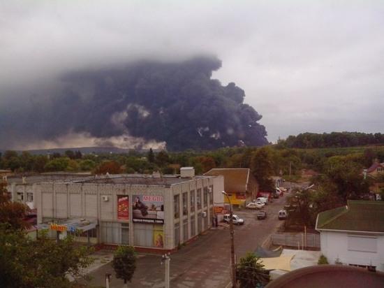 На Черкащине загорелись цистерны с нефтью и близлежащие дома (ФОТО, ВИДЕО)