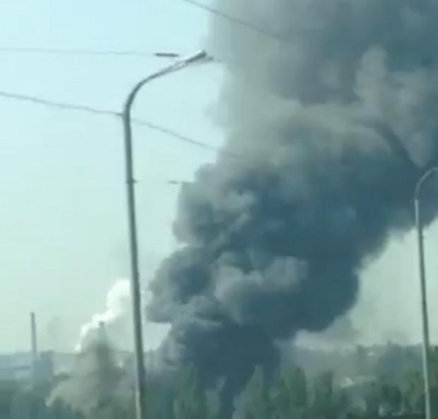 В Днепре крупный пожар. Спасатели работают по повышенному номеру вызова