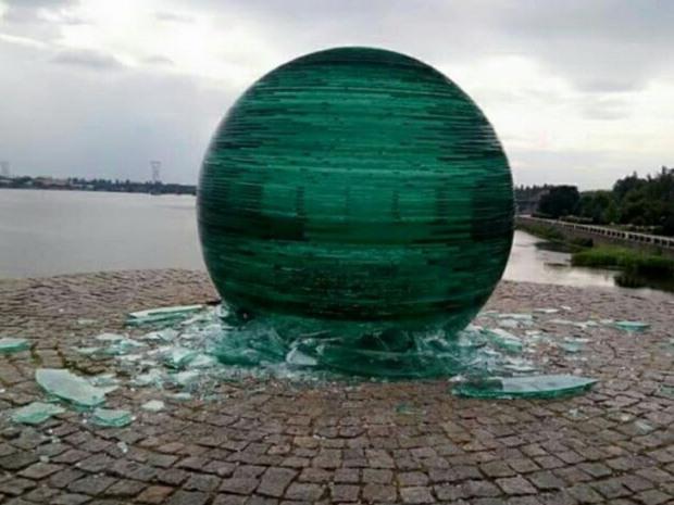 Владельцы разбитого шара на Фестивальном причале милицию не вызывали