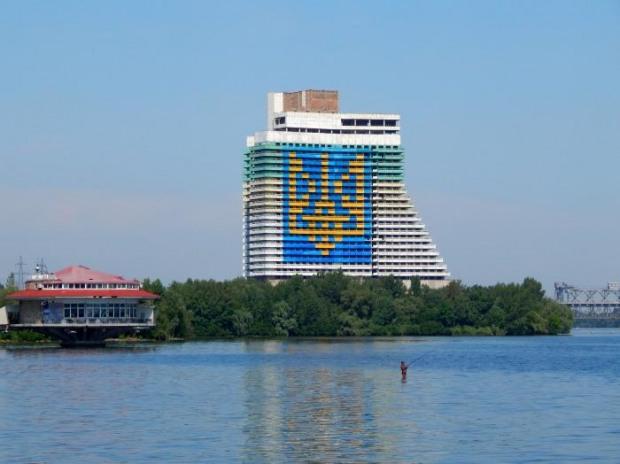 В Днепре собираются взорвать гостиницу «Парус»