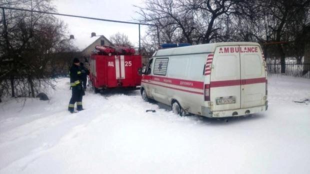 Спасатели вытащили авто «скорой» и два грузовика, застрявшие в Самарском районе Днепра