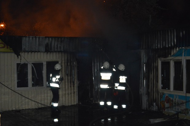В Слобожанском сгорели 6 торговых киосков