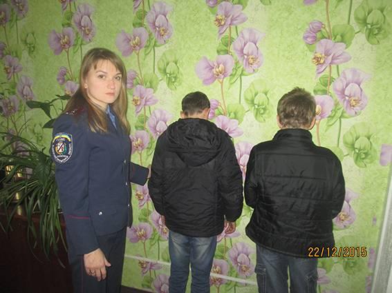 Ради развлечения два малолетки грабили и избивали школьников