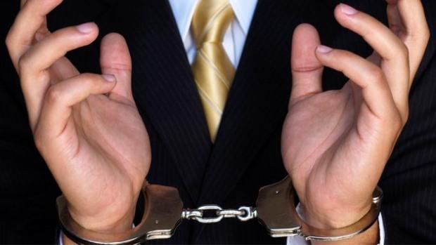 Ревизор-инспектор налоговой службы предстанет перед судом за злоупотребление служебным положением