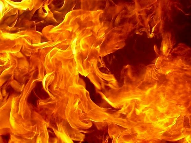 Ночью в центре Днепра загорелась крыша жилого дома