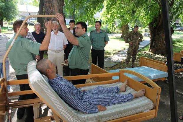 Днепропетровский военный госпиталь получил в подарок кровати
