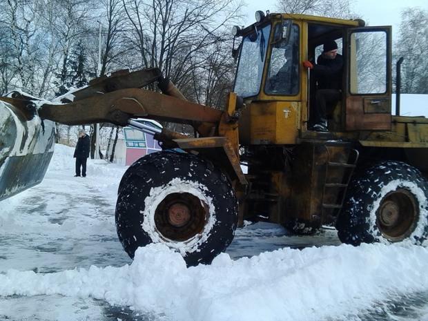 За підтримки Сергія  Миршавки розчищено від снігу територію Лівобережного парку  в Кам'янському