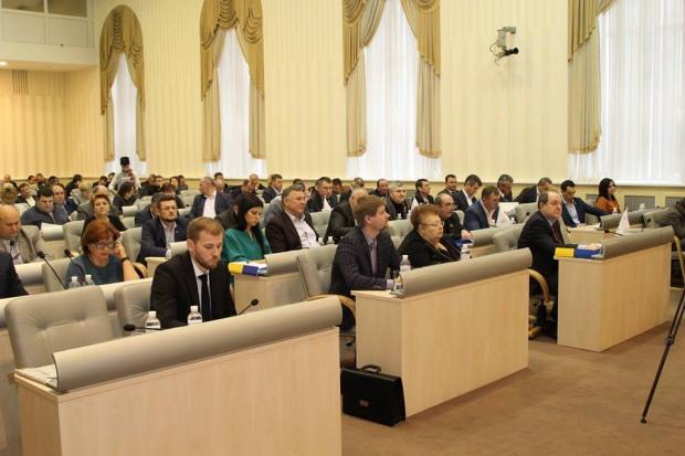 Депутати обласної ради вивчають інструкцію, як голосувати on-line