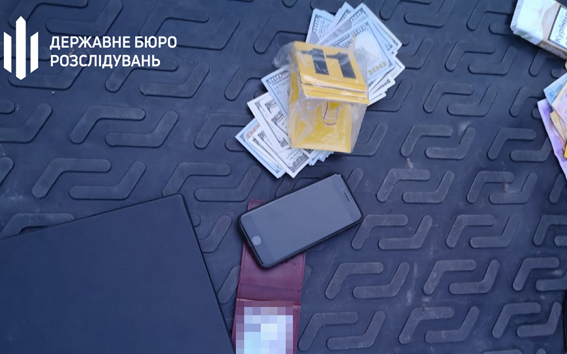 ДБР в Дніпрі затримало прокурора на хабарі
