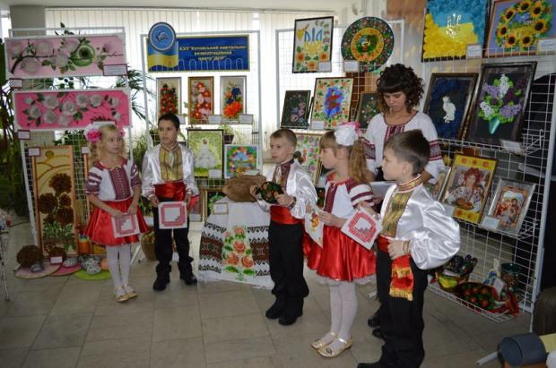 На Днепропетровщине лечат особых детей творчеством