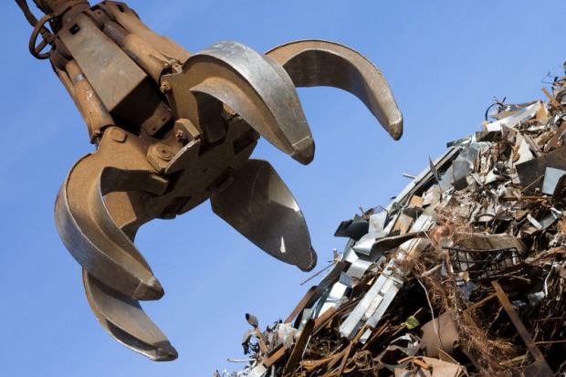 Никопольский охотник за металлом оставил город без пяти метров забора