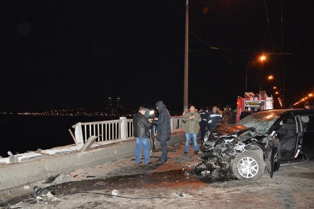 Стали известны подробности аварии на Новом мосту с падением автомобиля в Днепр