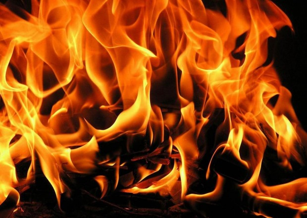 На Днепропетровщине во время пожара из подвала вывели двух человек