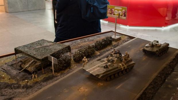В Днепре представили модели танков, самолетов и ракет