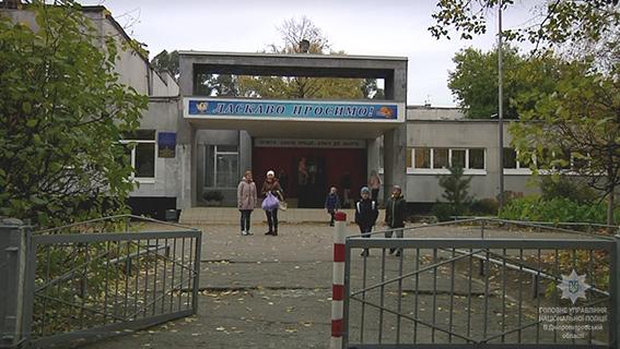 Школьную учительницу ограбили на рабочем месте