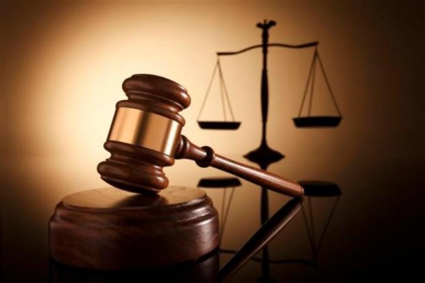 Сотрудницу аппарата одного из судов Днепра обвиняют во вмешательстве в автосистему документооборота