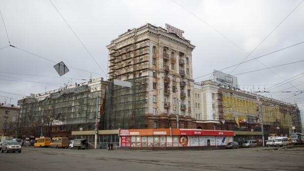 Днепровцам возместят ущерб от упавших деревьев, моста и демонтажа остекления балконов