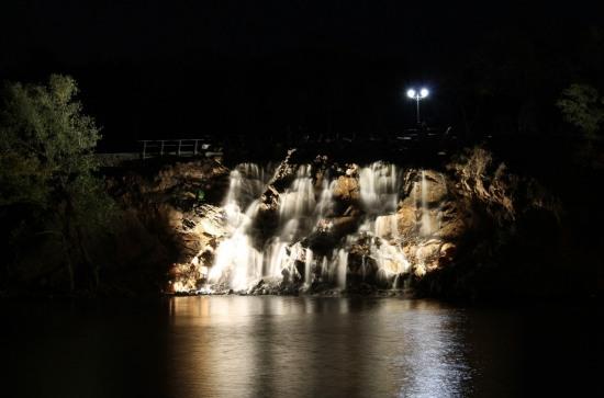 В Днепропетровске горел водопад