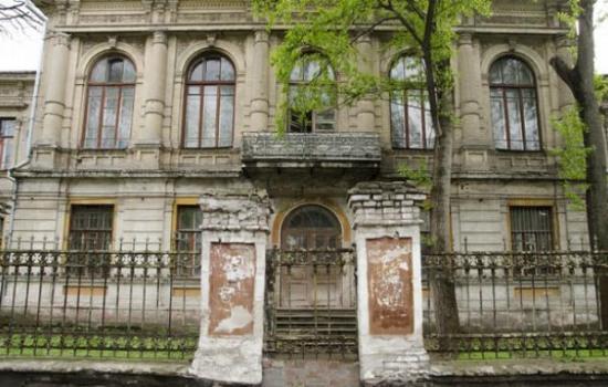 Российский банк присвоил здание военного госпиталя (ВИДЕО)