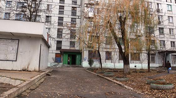 В Днепропетровске женщина выбросила из окна новорожденного ребенка