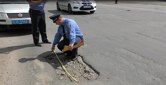 На Днепропетровщине продолжается весенний осмотр дорог