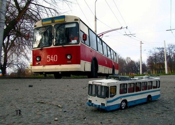 Днепропетровским троллейбусам урезали маршруты