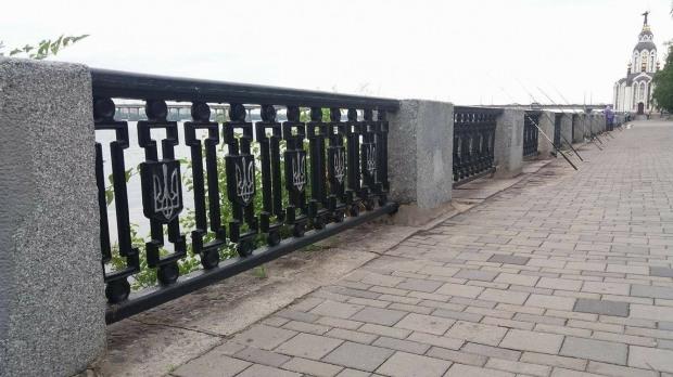 Днепропетровский горсовет закупил новую ограду для Набережной: в два с половиной раза больше секций, чем нужно