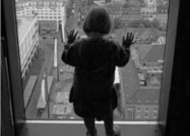 В Павлограде ребенок выпал с пятого этажа