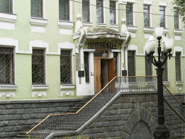 Новорічні екскурсії для школярів Дніпра від Художнього музею