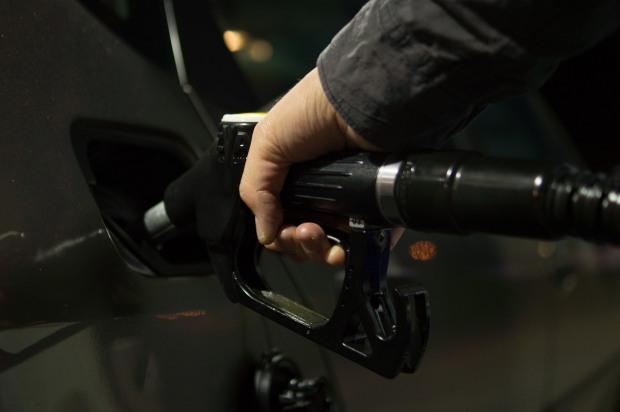 Обсяги продажу бензину та дизпалива продовжують зростати