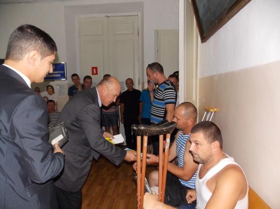 ПриватБанк поздравил с Днем независимости раненых бойцов по всей Украине