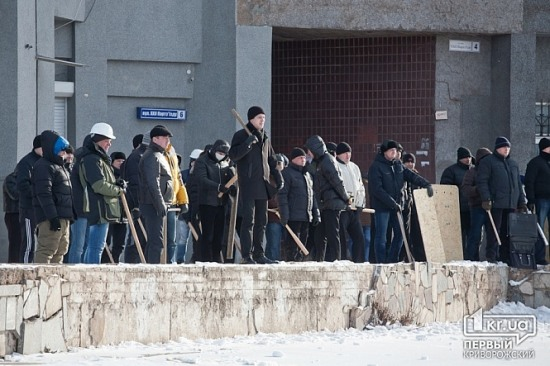 В Кривом Роге титушки напали на членов участковой комиссии