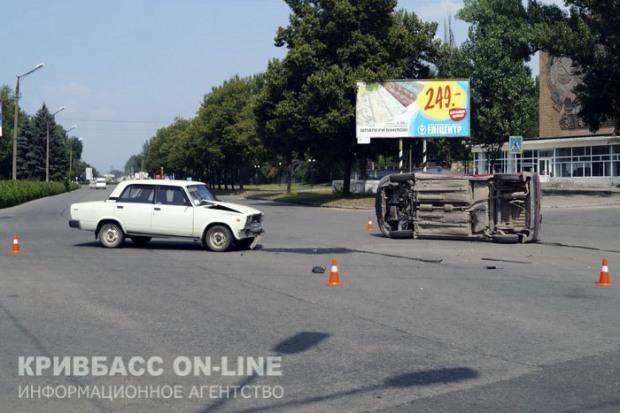 ДТП в Кривом Роге: ВАЗ протаранил Citroen Berlingo