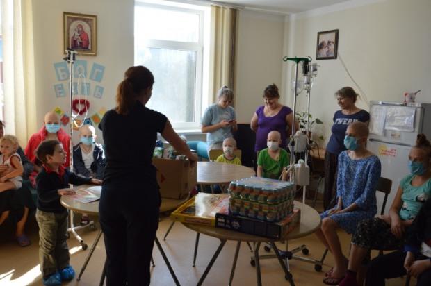 На Днепропетровщине спасатели приехали с визитом к больным деткам