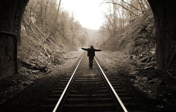 Жителей Днепропетровщины предупреждают об опасности на железной дороге