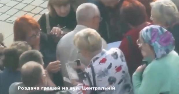 Митинг под облуправлением полиции: опубликовано видео с учетом митингующих и раздачей денег