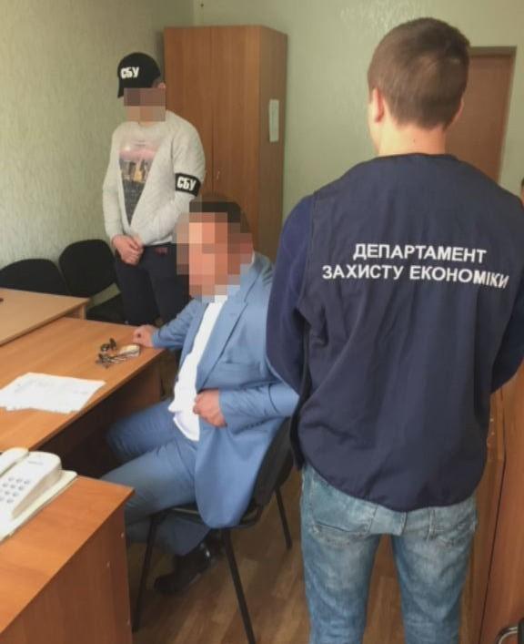 Руководитель аппарата городского суда на Днепропетровщине вымогал взятку