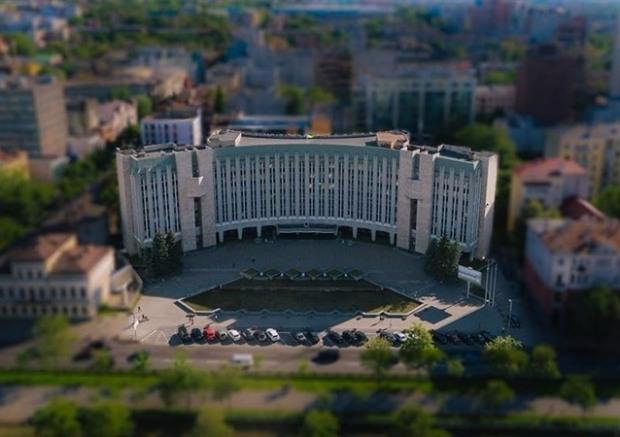 Днепр остается в аутсайдерах по уровню публичности деятельности чиновников и мэра