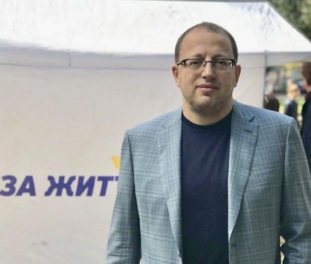 Гуфман засоромився. І «переписав» ТОВ-співзасновника найстарішої газети Дніпропетровщини на двох ФОПів
